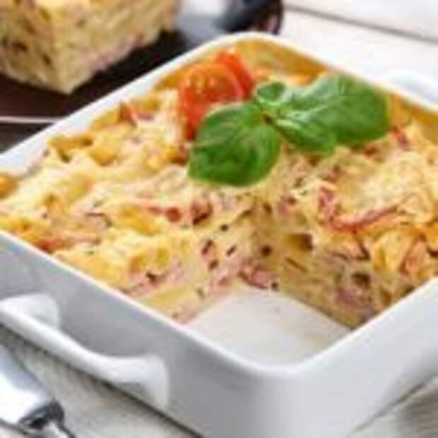 Сытное блюдо на ужин из макарон и ветчины.