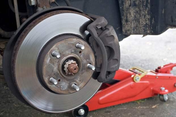 Педаль в пол: проверяем тормоза при покупке машины на вторичном рынке