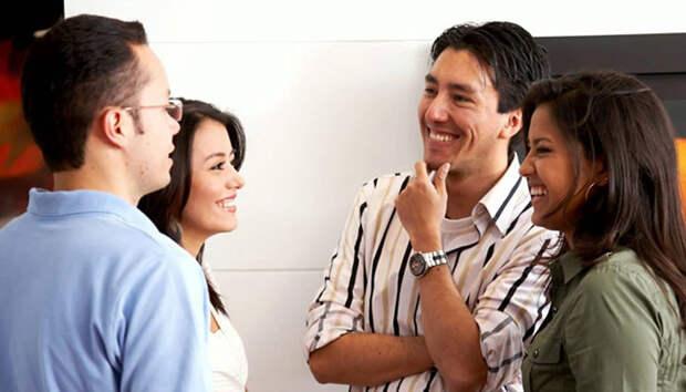 7. Они улыбаются, разговаривая с другими. наполеон хилл, полезные привычки, психология