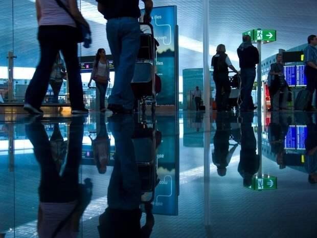 Выяснилось, где в аэропорту проще всего подцепить коронавирус