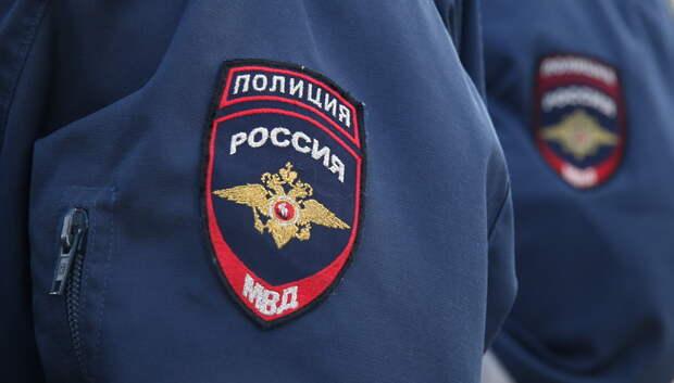 В Подольске мужчина повредил чужой автомобиль на стоянке гипермаркета