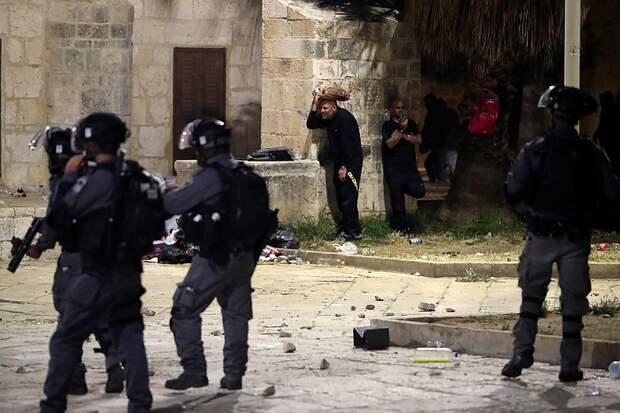 Иерусалим охватили беспорядки: в столкновениях с израильской полицией пострадали десятки мусульман