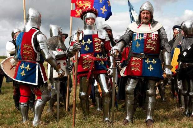 Полностью латная броня появилась почти в конце Средних веков. Большую часть времени основным средство защиты были кольчуги. |Фото: livejournal.com.