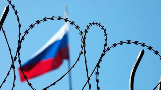 Новые санкции США: рубль дрогнул, дипломатов высылают, Россия грозит отказом от доллара