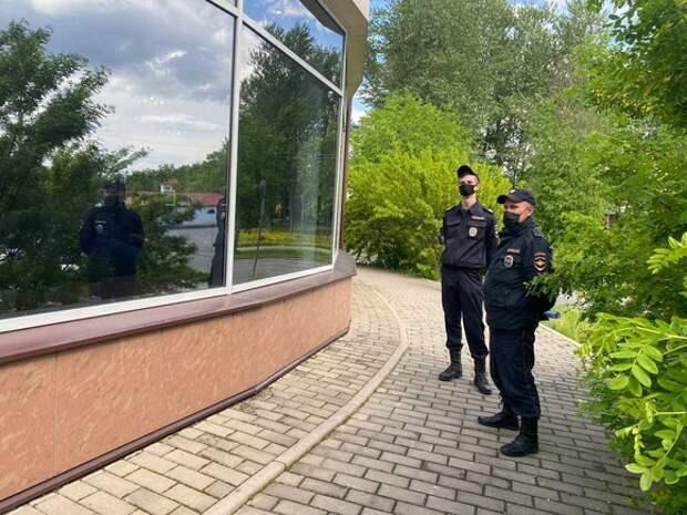 На Земский съезд приехала полиция с рулеткой
