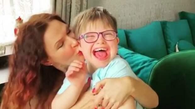 Бывший муж Эвелины Бледанс показал видео с особенным сыном Семеном и дочкой от новой жены