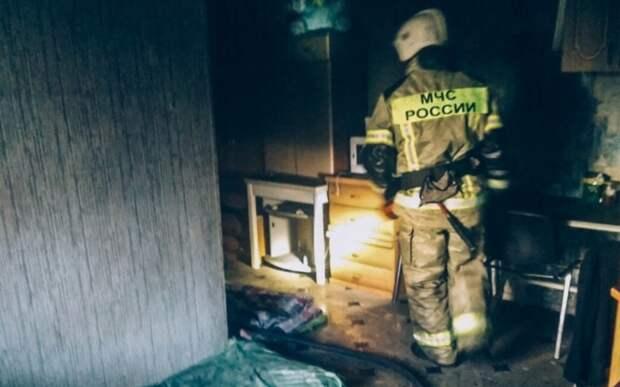 Полсотни человек эвакуировали из горящего дома в Севастополе