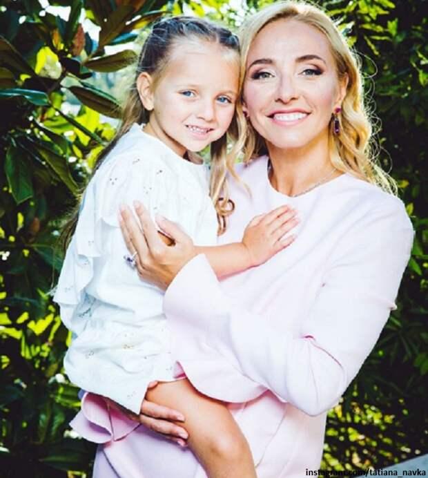 Татьяна Навка сходила с дочкой в зоопарк (видео)