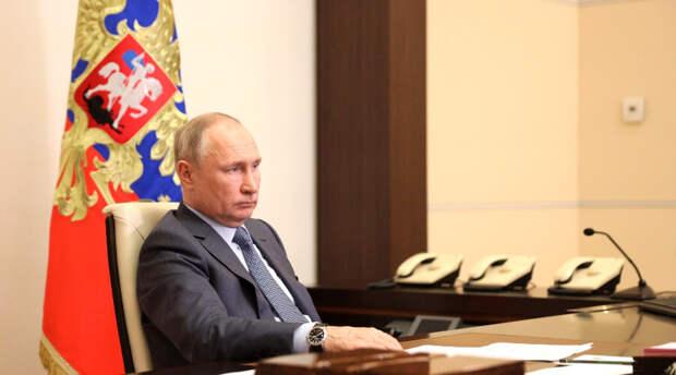 Смысл ежедневного показа Путина по телевизору в большом количестве объяснили в Кремле