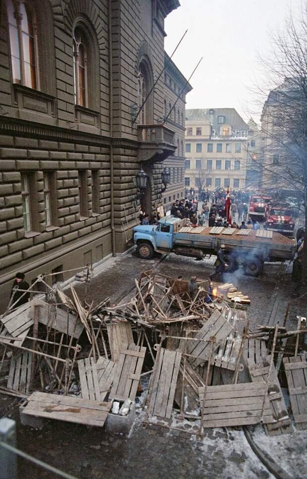 Баррикады на улицах Латвии, январь 1991 года Дмитрий Соколов/ТАСС