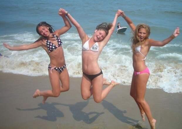 Жгучие девчонки на пляже...