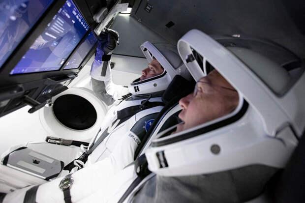 SpaceX впервые запустит в космос экипаж из обычных людей