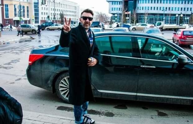 Машины Сергея Шнурова: на чем ездит известный питерский рок-музыкант