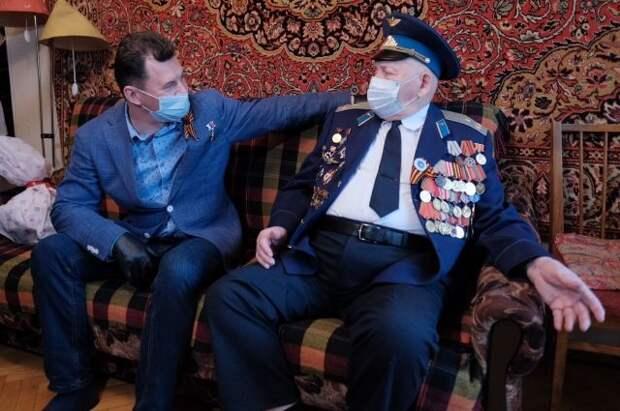 Герой России Романенко встретился с летчиком-ветераном ВОВ