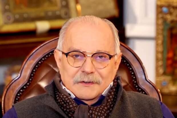 Михалков предложил перевоспитать Бузову работой на кассе