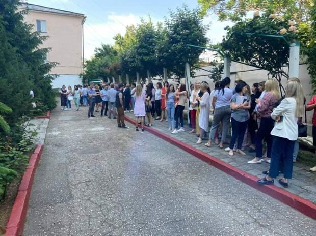 В Керчи из местной администрации эвакуировали людей