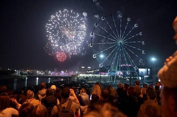 Празднование Дня Победы вЧелябинске завершилось концертом ифейерверком. Фоторепортаж