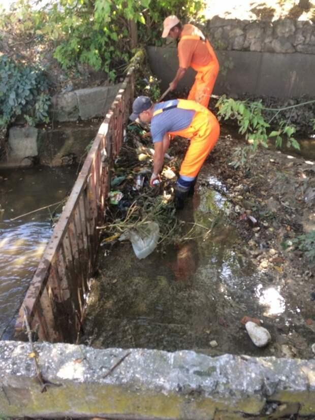 «Ловушка для мусора» появилась в русле реки Салгир