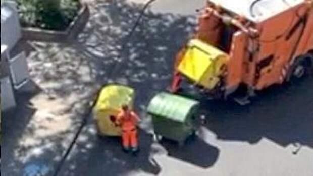 Немцы возмущены: они сортируют отходы, но мусорщики сбрасывают все в одну машину