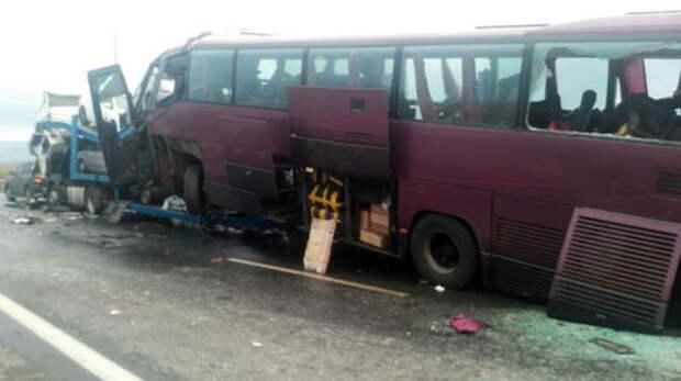 Нелегальный рейс: на трассе Беслан — Владикавказ автобус врезался в автовоз