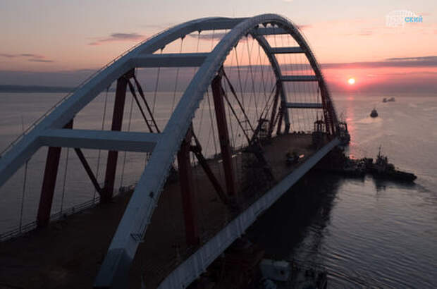 Крымский мост готов почти наполовину