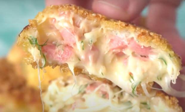 Смешали сметану, колбасу и сыр: завтрак и перекус в одном блюде