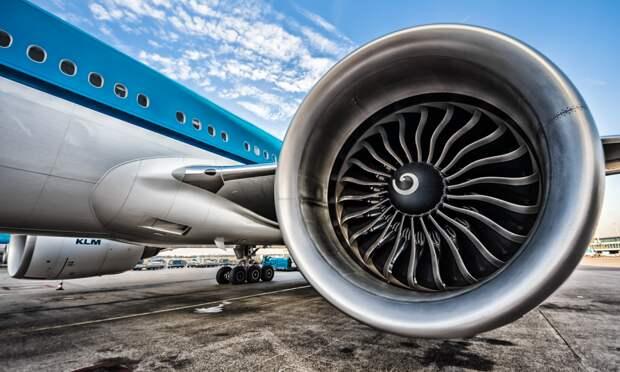 Как происходит замена двигателей на самолётах