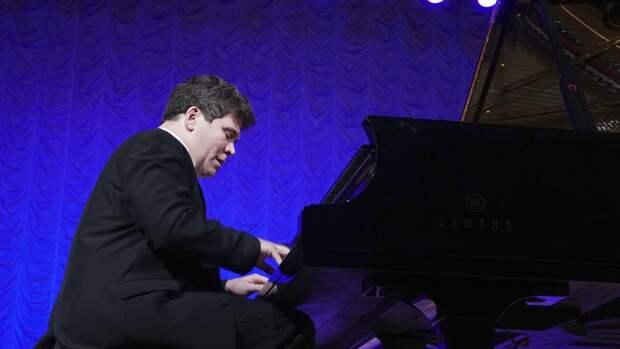 Пианист Денис Мацуев пожелал удачи сборной России в матче против Бельгии