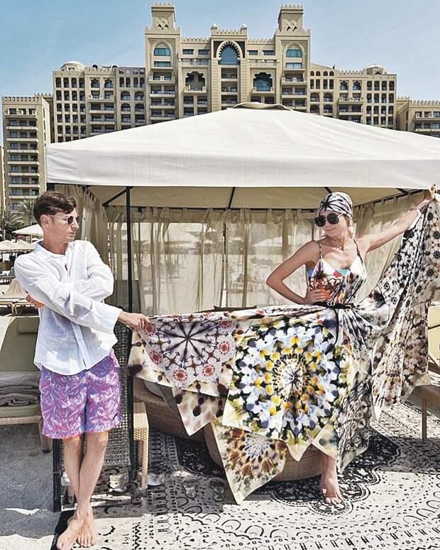 Павел и Ляйсан начинали праздничный день на дубайском пляже.
