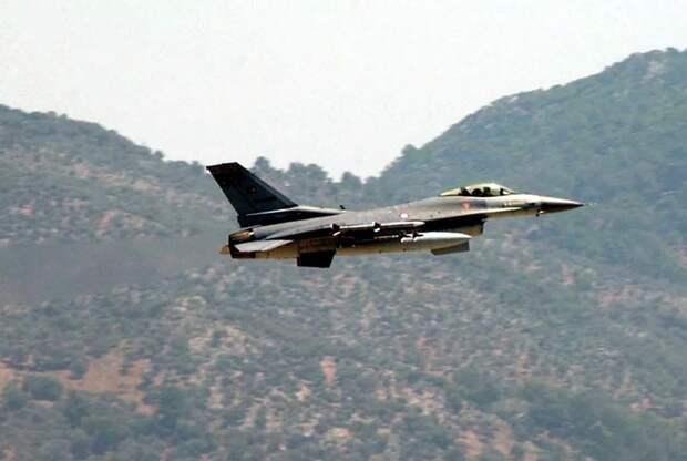 Турецкий истребитель сбил Су-25 ВВС Армении