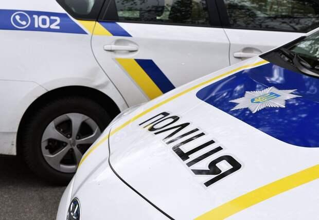 Киевский полицейский ограбил упавшего ссамоката мужчину насотни тысяч гривен (ФОТО)
