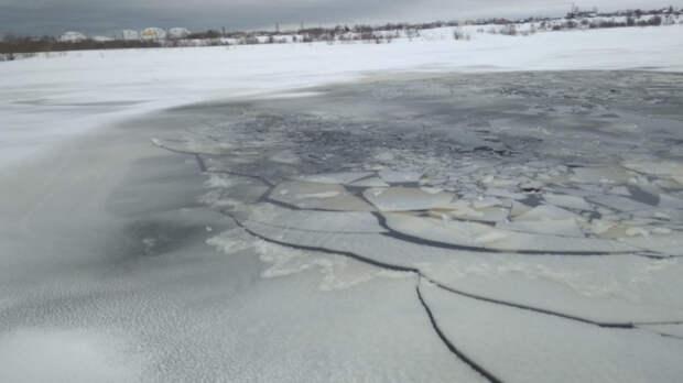 Жителей Подмосковья призвали не выходить на лед из-за потепления