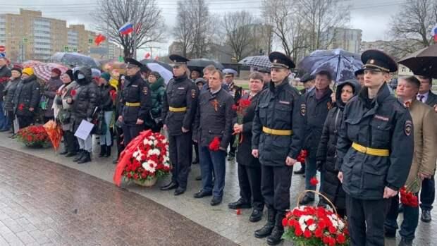 Вострецов принял участие в памятном мероприятии ко Дню Победы в Красном Селе