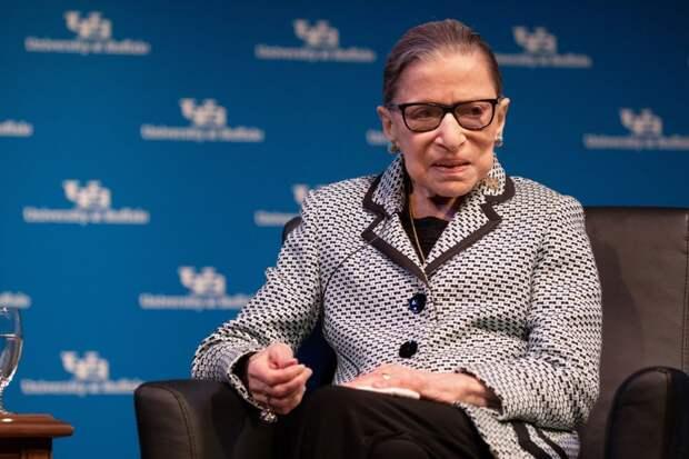 Умерла старейший член Верховного суда США, борец за права женщин Рут Гинзбург. Чем она была известна