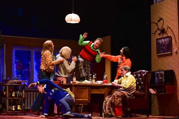 Сцена из спектакля «Энергичные люди»/Агентство «Москва»