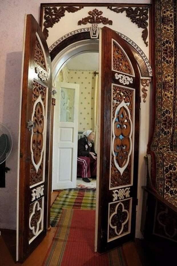 85-летний резчик по дереву Николай Селезнев вручную создает удивительную красоту