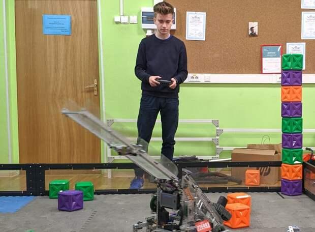 Артем занимается робототехникой уже третий год. Фото из личного архива