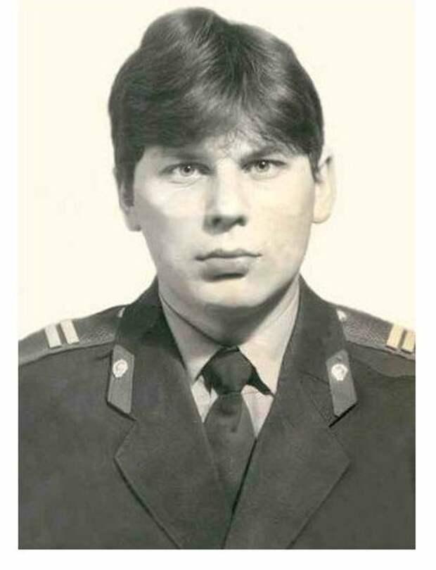 Юрий Хой - сотрудник милиции.
