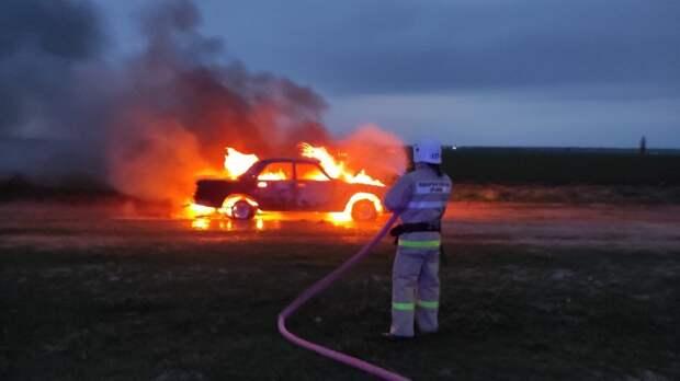 В Раздольненском районе   на обочине дороги сгорела легковушка