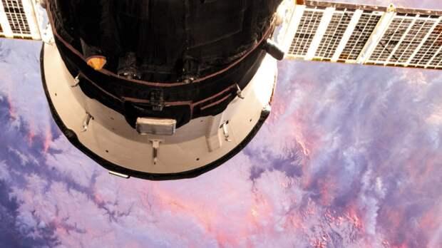 Космонавт из России Дубров сообщил о завершении ремонта скафандра на МКС