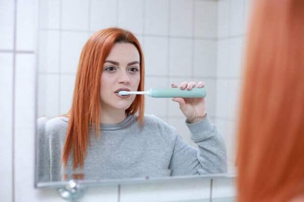 Эксперты рассказали, почему не стоит чистить зубы после завтрака