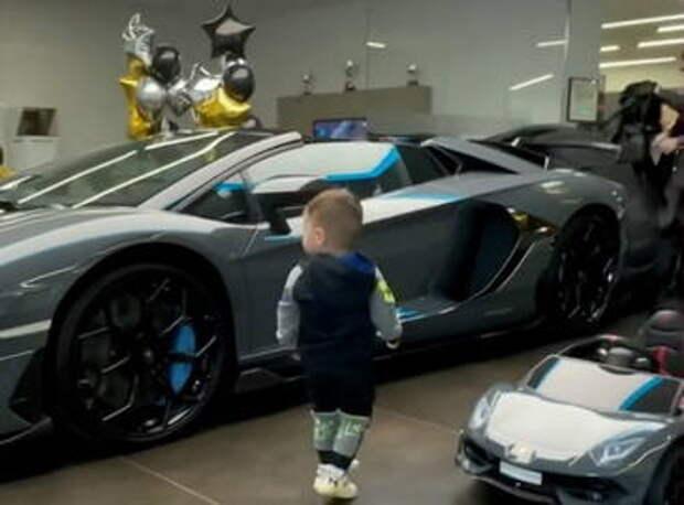 Тимати купил двухлетнему сыну спорткар за полмиллиона долларов