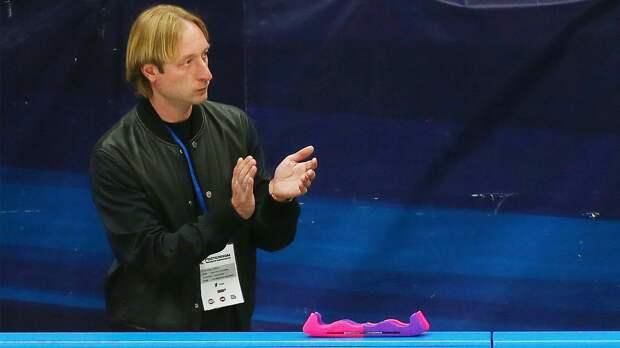 «Плавим лед». Плющенко исполнил яркий перформанс вместе с учениками своей академии: видео