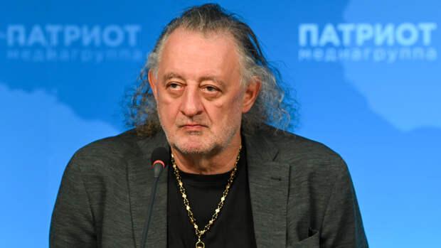 Галерист Михаил Сасонко объяснил популярность выставки о группе «Кино»
