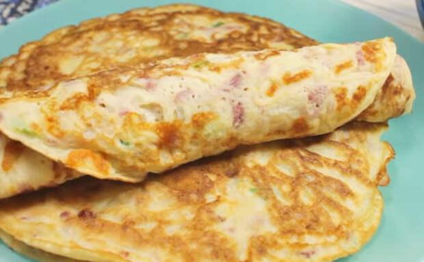 Блины надоели, поэтому добавили в тесто сыр и колбасу. Стало в 2 раза сытнее