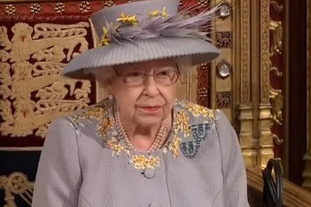 Королева Великобритании выступила с тронной речью в Палате лордов