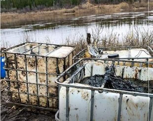 """Авария на трубопроводе """"ЛУКОЙЛа"""" в Коми привела к разливу порядка 100 тонн нефтепродуктов"""
