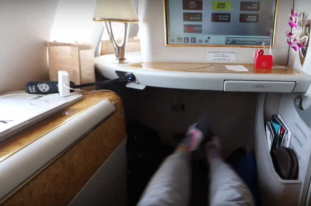 Американский блогер бесплатно слетал из Дубая в Нью-Йорк первым классом, билет в который стоит 21 000 долларов