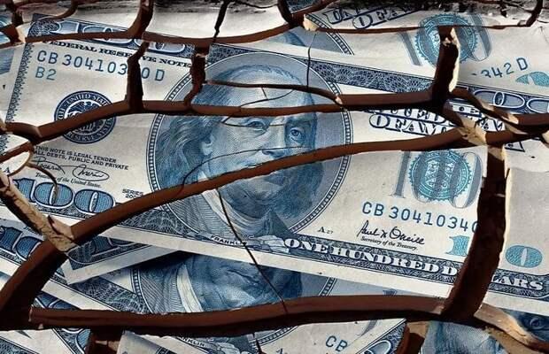 Выстрел себе в ногу: граждане США собственноручно приближают доллар к краху