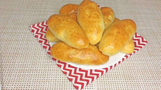 Фото к рецепту: Пирожки с картофелем и шампиньонами в духовке